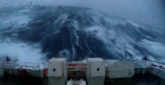 Jak przetrwać sztorm? Walka z żywiołem na Morzu Północnym [WIDEO]