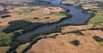Wielkie Jeziora Mazurskie: jezioro Wojnowo i marina Giżycko, czyli mazurskie kontrasty